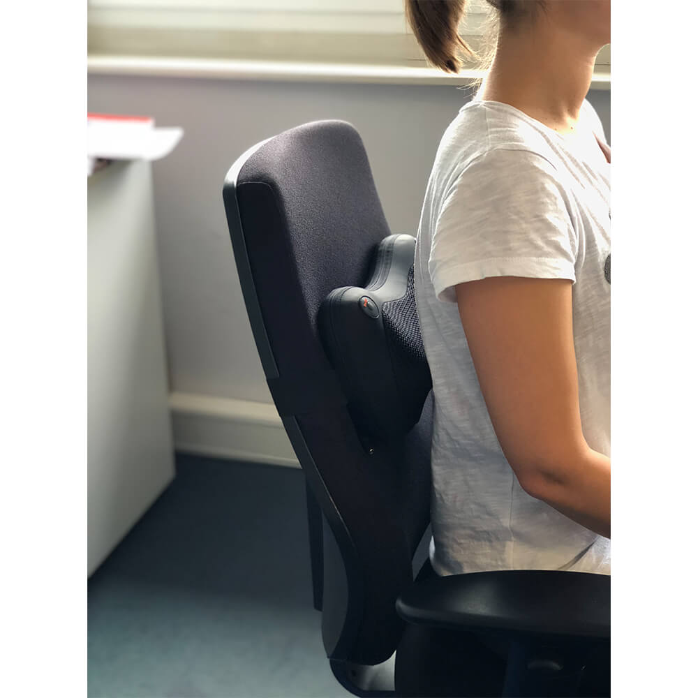 saneorelax anwendung im Büro am Bürostuhl